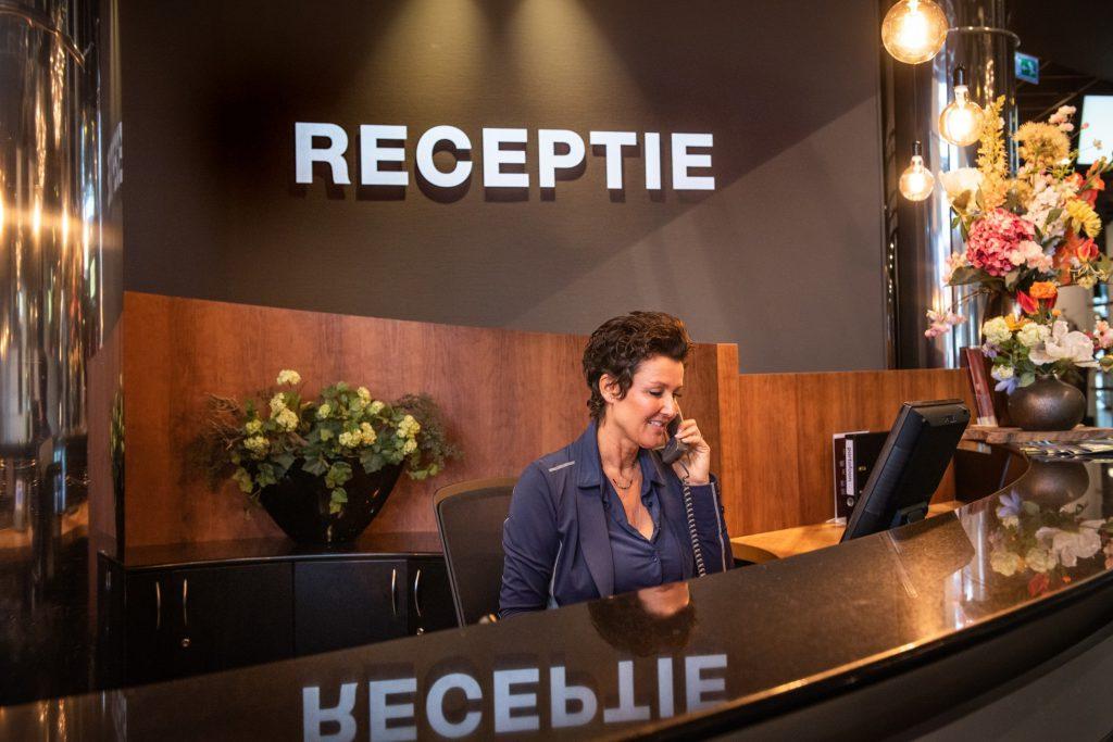 Receptie   Crown Business Center